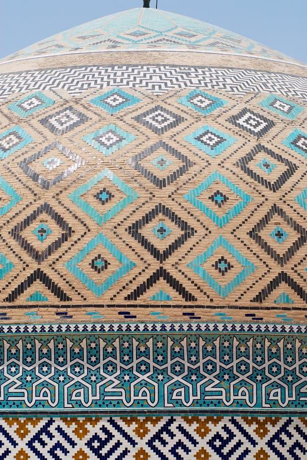 Yttre detalj av tegelplattagarneringen av kupolen av den Jameh moskén i Yazd, Iran royaltyfri foto