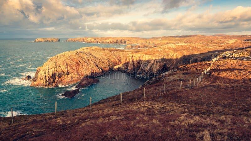 Yttre Hebrides Skottland den ojämna kusten royaltyfria bilder