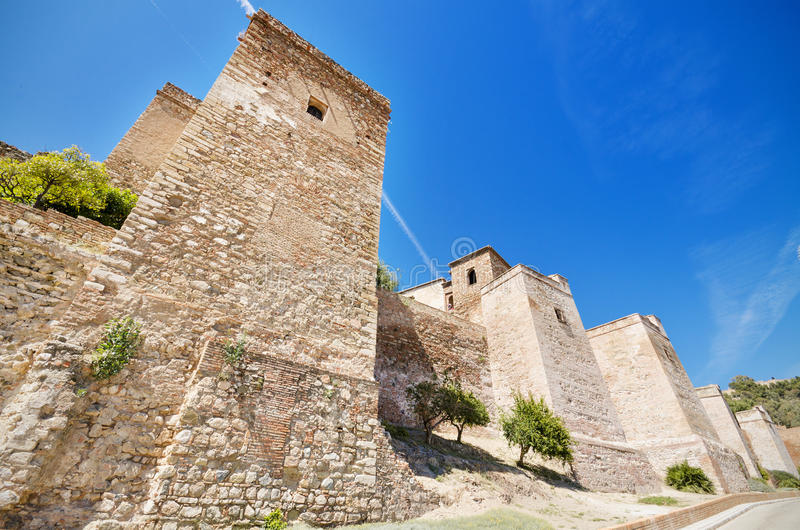 Yttre sikt av Alcazaba väggar Forntida fästning i Malaga, Spanien royaltyfri bild