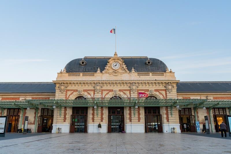 Yttre sikt av den Gare De Nice Ville drevstationen royaltyfria foton