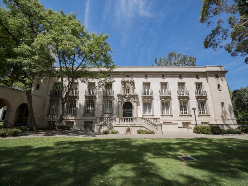 Yttre sikt av prästportarna, Hall av administrationen i Ca arkivfoton