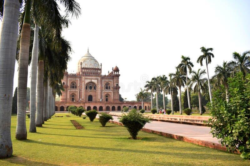 Yttre sikt av Safdarjangs gravvalv i Delhi royaltyfria foton