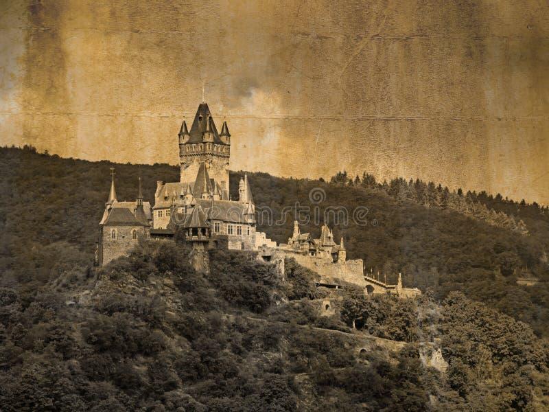 Yttre sikt av slotten Reichsburg på Cochem, Tyskland, i tappningblick royaltyfri foto
