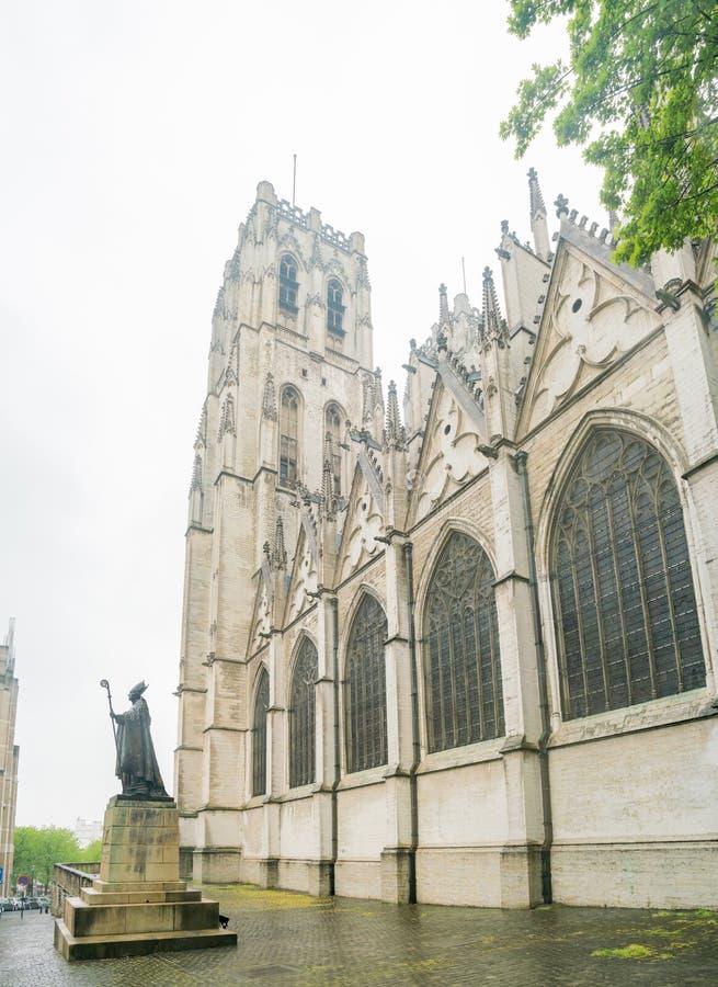 Yttre sikt av Stet Michael och domkyrkan för St Gudula arkivbilder