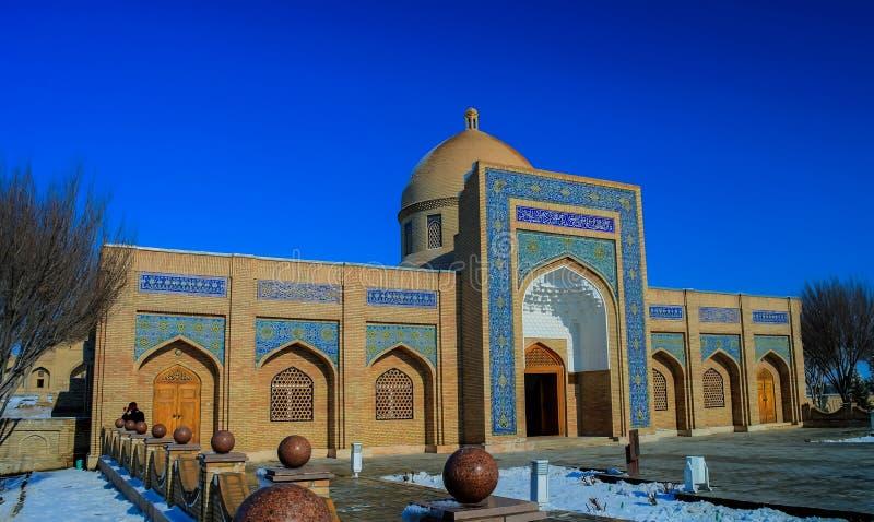 Yttre sikt till Baha-ud-buller Naqshband Bokhari det minnes- komplexet nära, Bukhara, Uzbekistan royaltyfria bilder