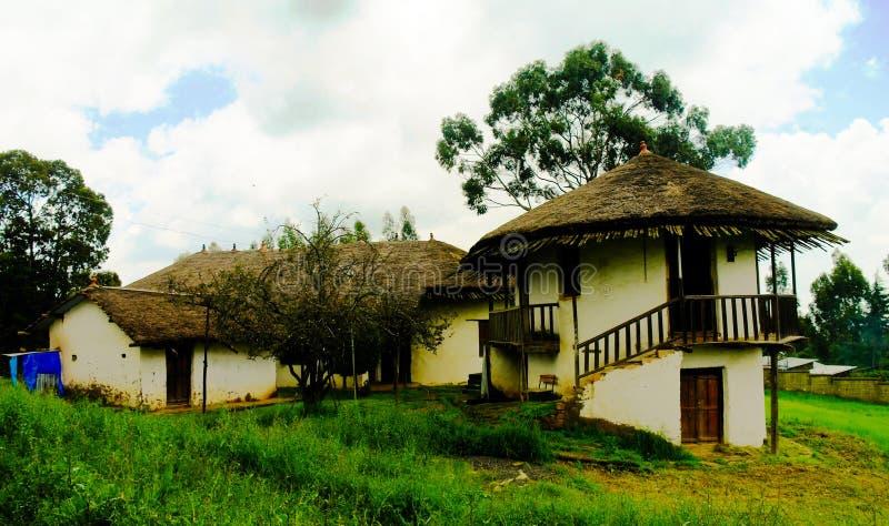 Yttre sikt till den Menelik II slotten upptill av den Entoto monteringen, Addis Ababa, Etiopien arkivbilder