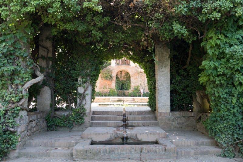 Yttre uteplats Alhambra Islamic Royal Palace, Granada, Spanien 16th århundrade fotografering för bildbyråer