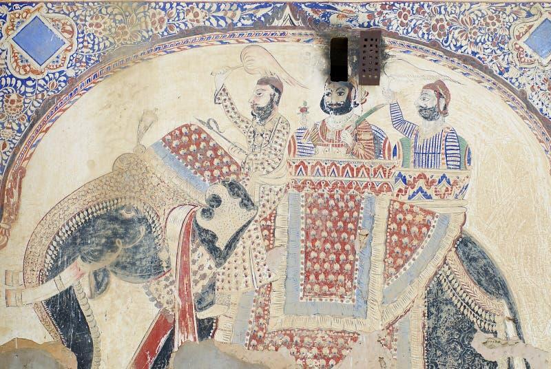 Yttre vägg som smärtar detaljen av havelien i Mandawa, Indien royaltyfri fotografi