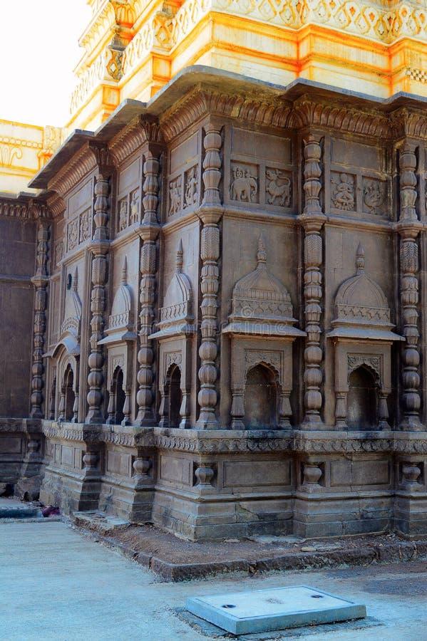 Yttre väggar av Shri Wagheshwar Shiva Temple, Wagholi, Pune, Maharashtra royaltyfria bilder