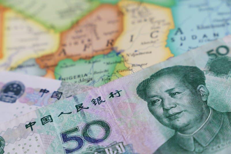 Yuan auf der Karte von Afrika stockfoto
