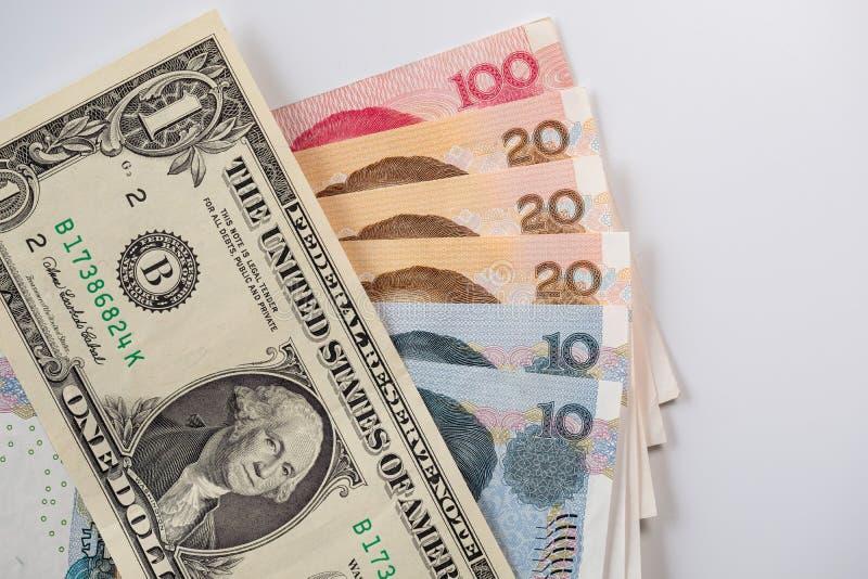 Yuan chino y dólares americanos de billetes de banco fotos de archivo libres de regalías