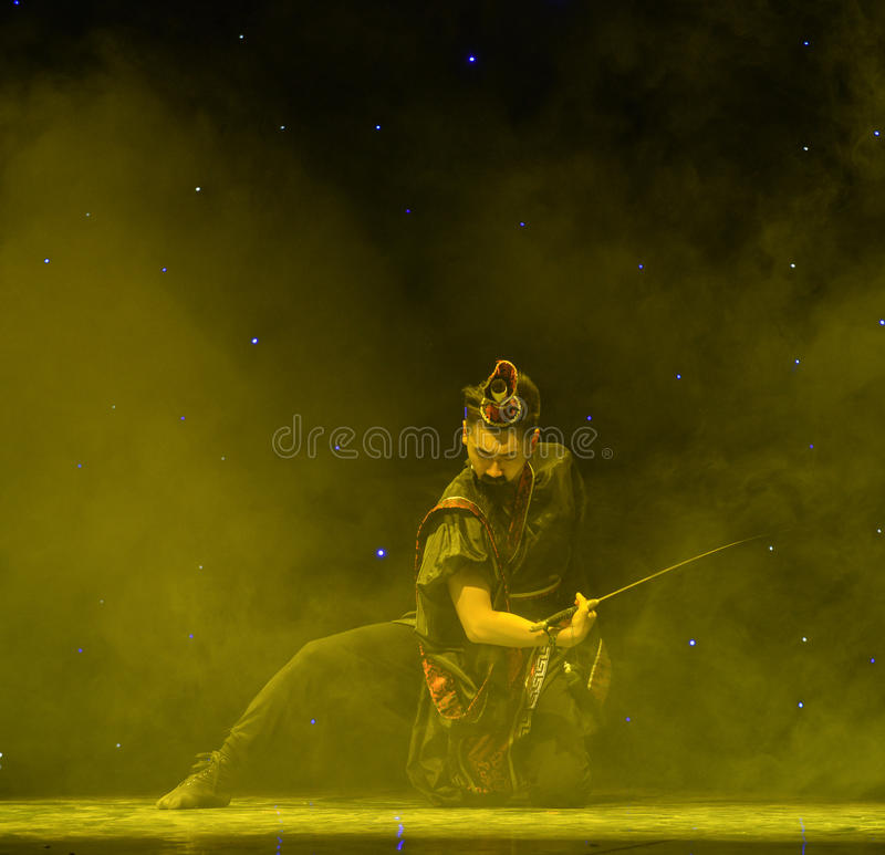 Yuan-kines Swordsmanship-Qu klassisk dans royaltyfri foto