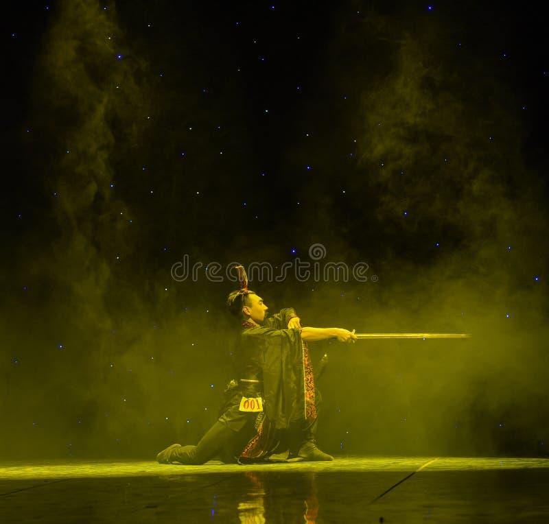 Yuan-kines Swordsmanship-Qu klassisk dans royaltyfri bild
