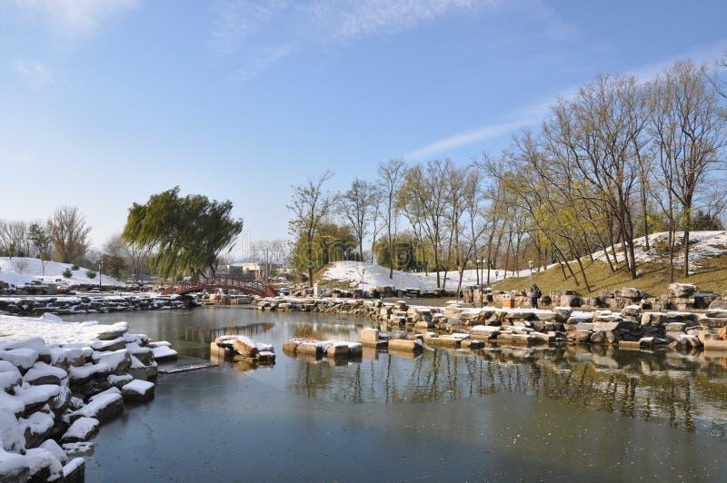 Yuanmingyuan fördärvar i snö arkivbild