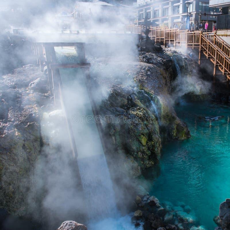 Yubatake-heiße Quelle in Kusatsu onsen lizenzfreies stockfoto