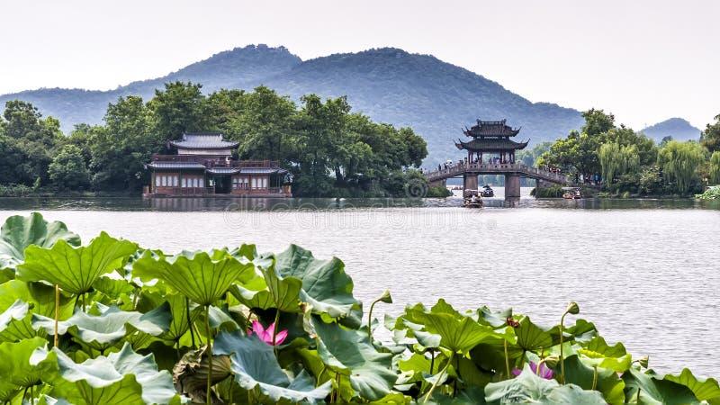 Yudai-Brücke und Westsee-Ansicht in Hangzhou, China stockbild