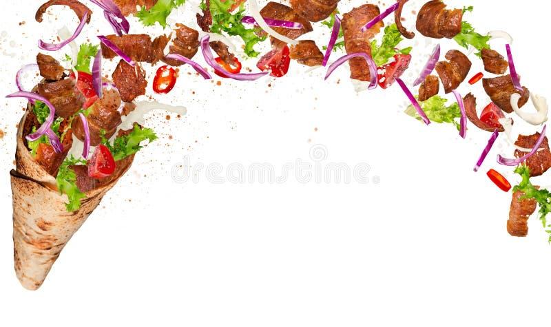 Yufka turco del kebab con los ingredientes del vuelo imagen de archivo libre de regalías