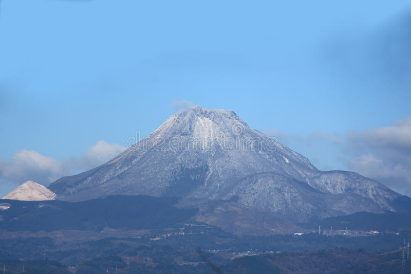 Yufu-Berg von Yufuin, Schnee Oitas, JAPAN lizenzfreie stockbilder