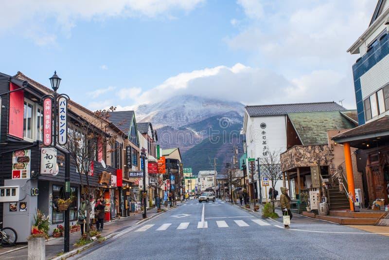 Yufuin huvudsaklig gata i Japan fotografering för bildbyråer