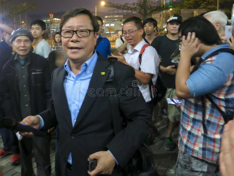 Yuk-hombre de Hong Kong Pan-Democrat Politician Raymond Wong en la protesta fotografía de archivo