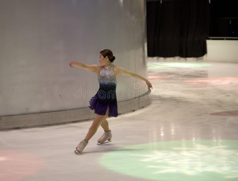 YuKa SaTo sur la représentation de patinage artistique de vacances photographie stock