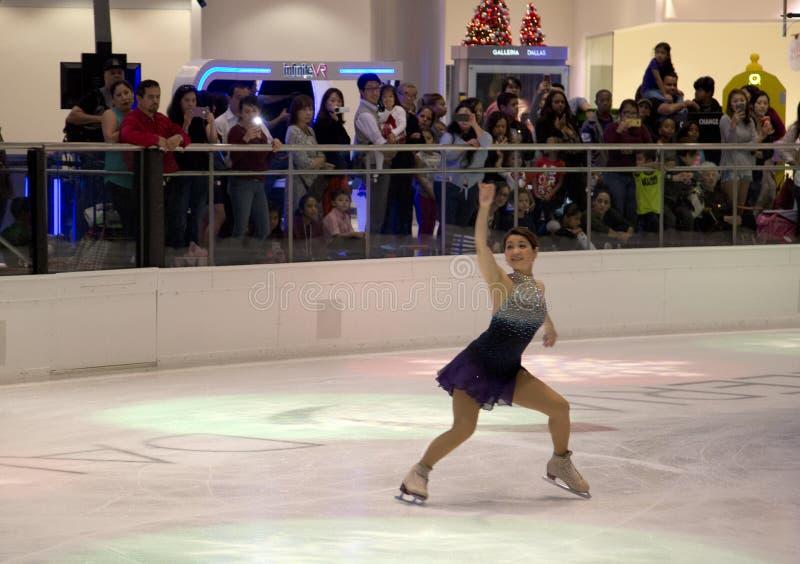 YuKa SaTo sur la représentation de patinage artistique de vacances de puits photographie stock libre de droits
