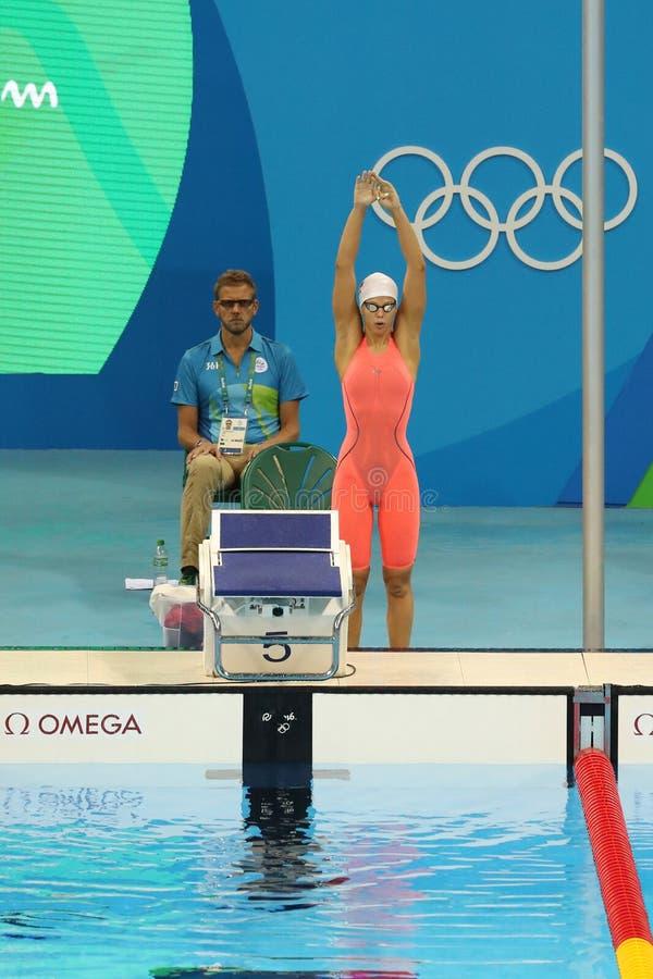 Yulia Efimova de la Russie avant la demi-finale de brasse du ` s 200m de femmes de Rio 2016 Jeux Olympiques photographie stock