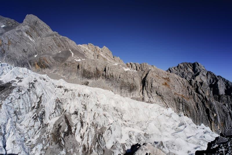 Yulong-Schnee-Berg Yunnan China lizenzfreie stockfotografie