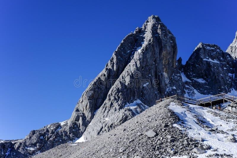 Yulong-Schnee-Berg Yunnan China stockbild