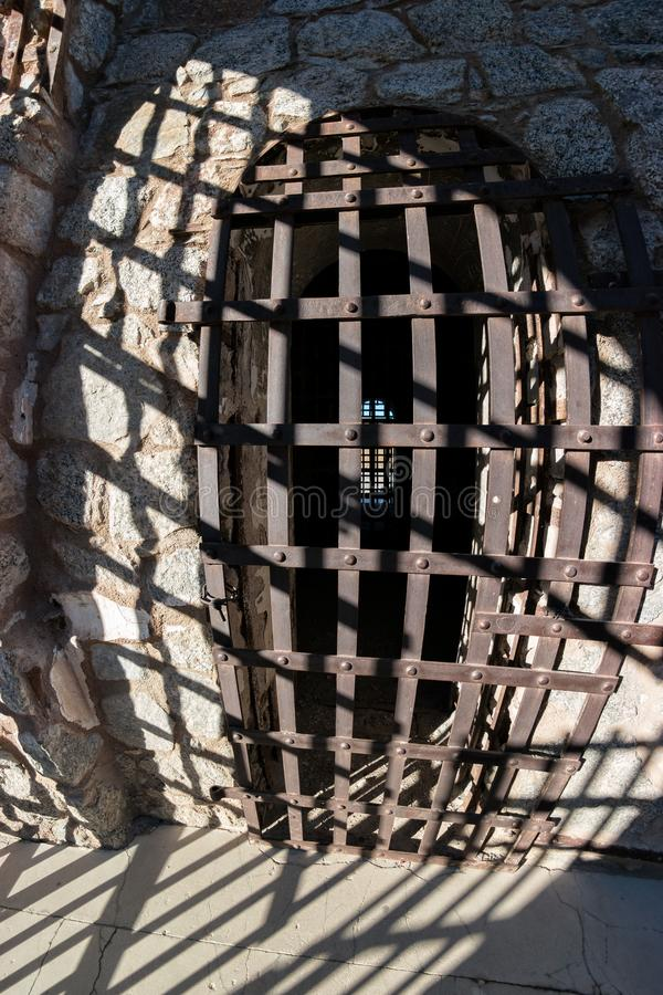 Yuma Territorial Prison, Zelltür und Schatten lizenzfreies stockbild
