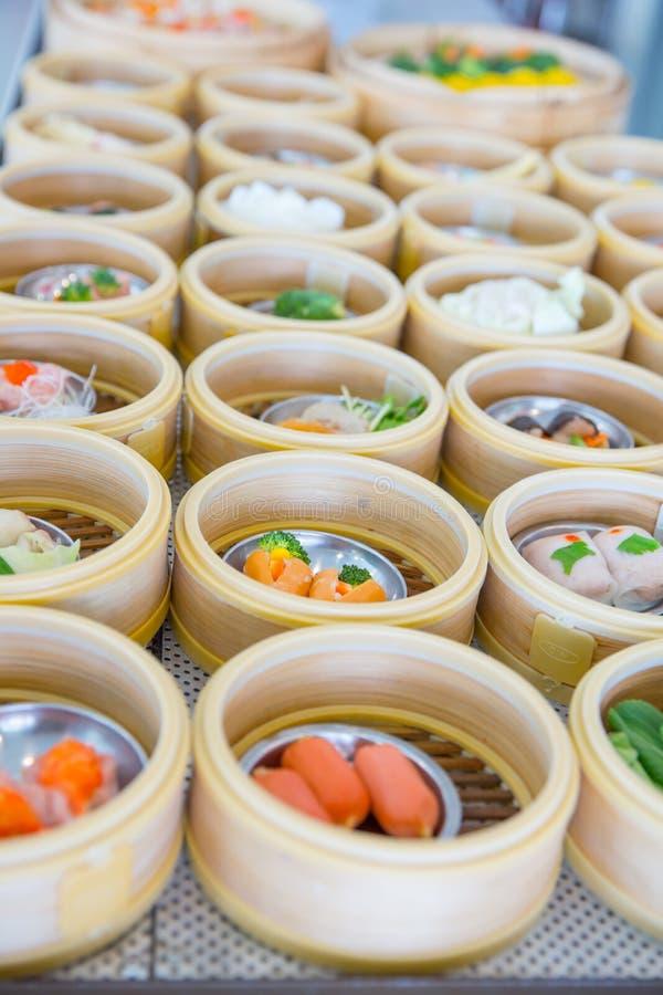 Yumcha eller dim sum, kinesisk mat för kokkonststilånga arkivfoto