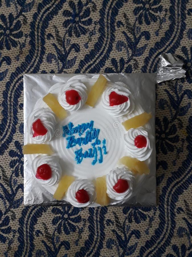 Yummy κέικ γενεθλίων ανανά στοκ εικόνες με δικαίωμα ελεύθερης χρήσης