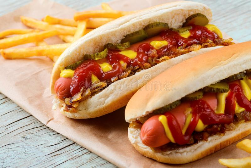 Yummy hot dog z ketchupem zdjęcia royalty free