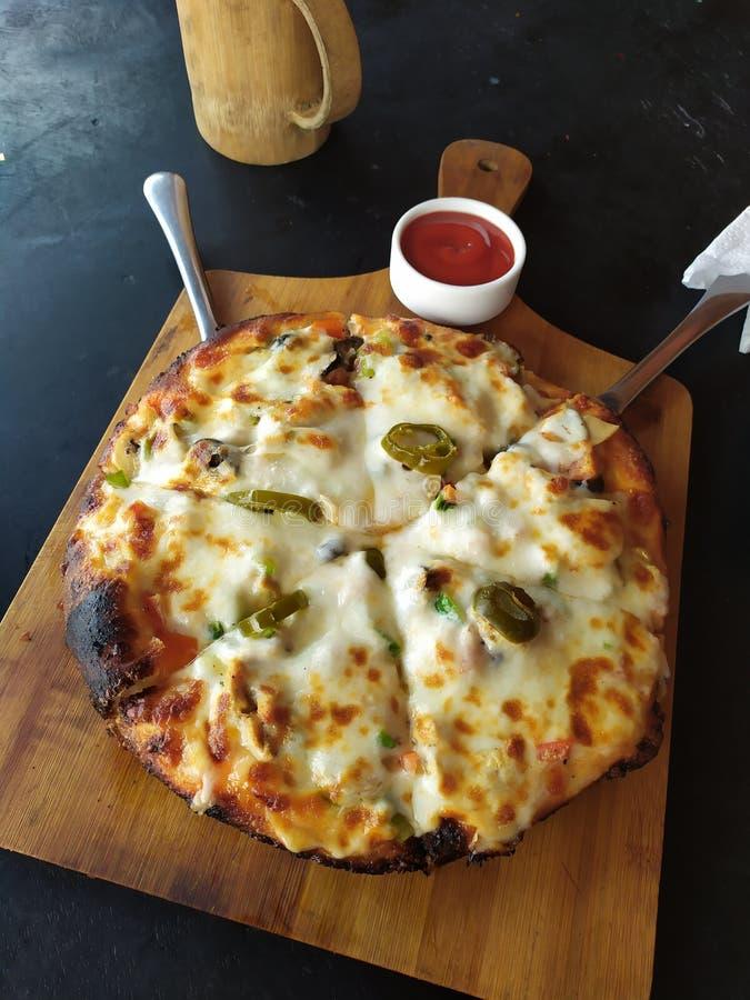 Yummy Pizzatijd als Traktatie stock afbeelding