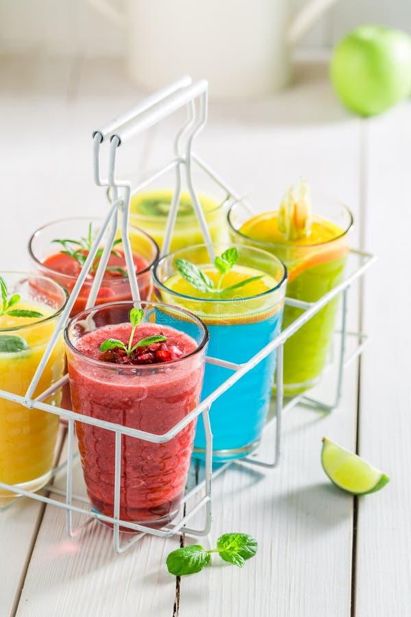 Yummy smoothie с fruity югуртом стоковые изображения