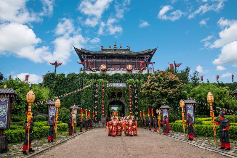 Yunnan Dali Dragon City, innan att utföra öppen ceremoni för välkommen gäst för portar arkivfoto