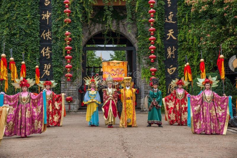 Yunnan Dali Dragon City, innan att utföra öppen ceremoni för välkommen gäst för portar royaltyfria foton