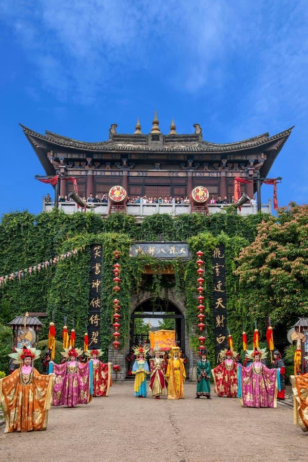 Yunnan Dali Dragon City, innan att utföra öppen ceremoni för välkommen gäst för portar fotografering för bildbyråer