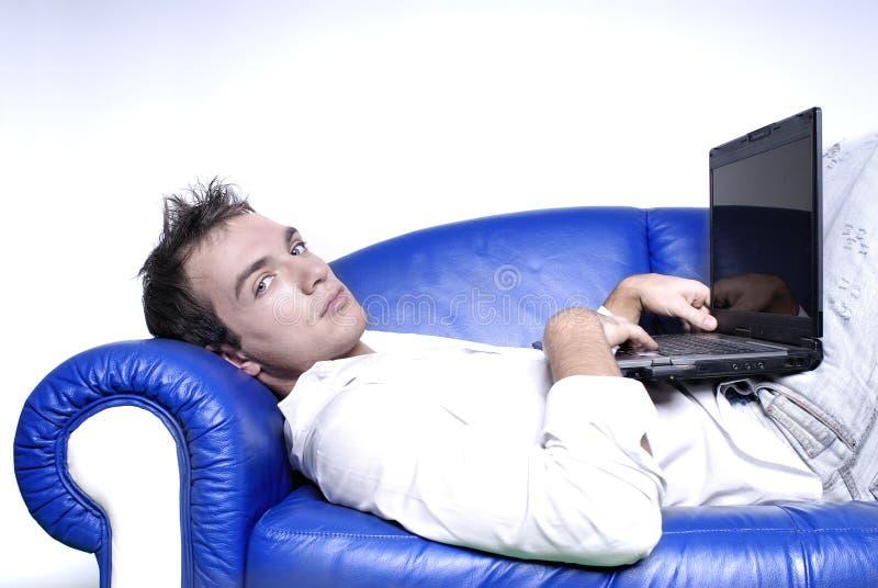 Yupi con la computadora portátil imágenes de archivo libres de regalías