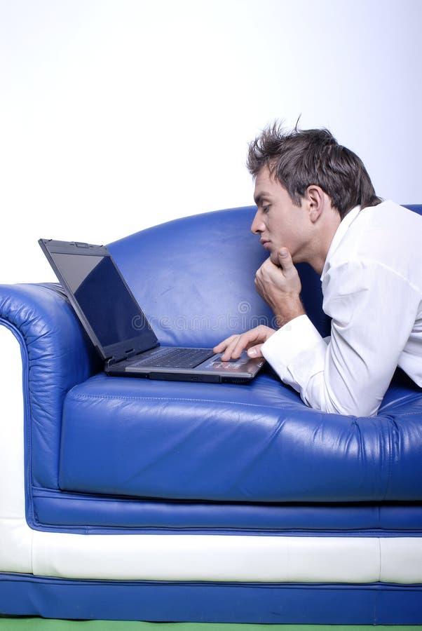Yuppie con il computer portatile immagine stock