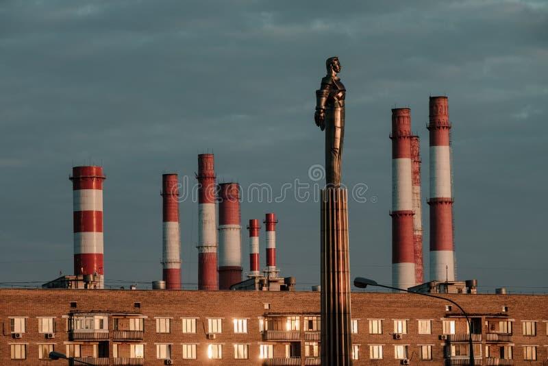 Yuri Gagarin monument p? den Gagarin fyrkanten - i Moskva Ryssland arkivfoton