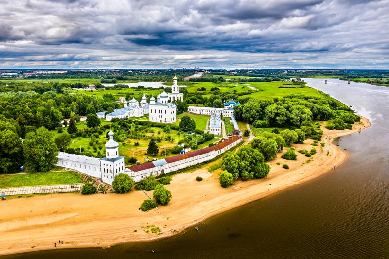 Yuriev eller St George's kloster, ett av Rysslands äldsta kloster royaltyfri fotografi