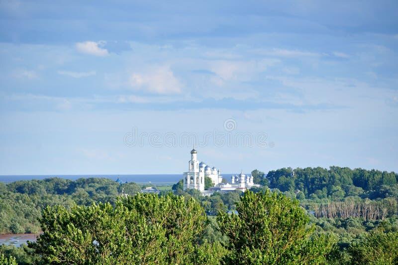 Yurievklooster in Veliky Novgorod, Rusland royalty-vrije stock foto
