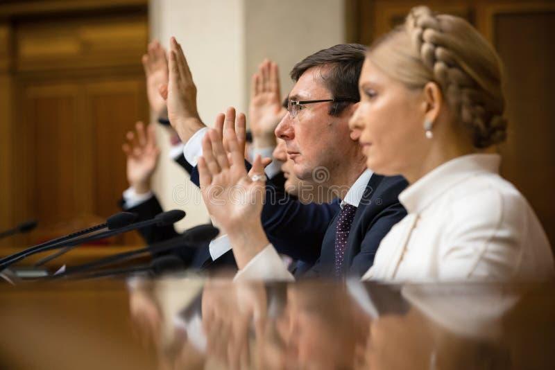 Yuriy Lutsenko y Yulia Tymoshenko imagenes de archivo
