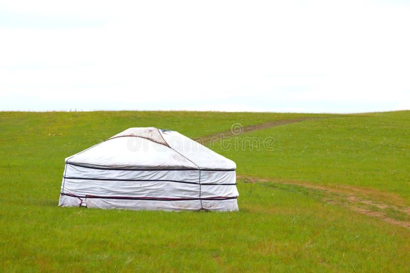 Yurt in de weide. stock foto