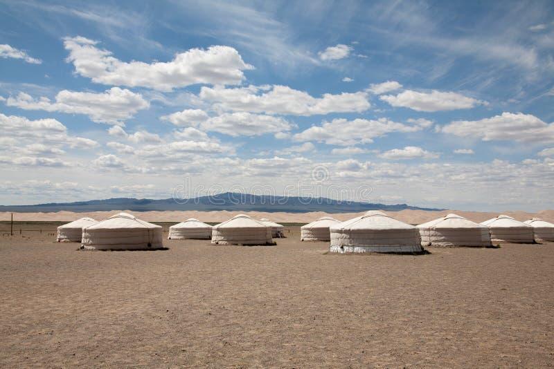 Yurt del nomade nella valle della montagna dell'Asia centrale immagini stock