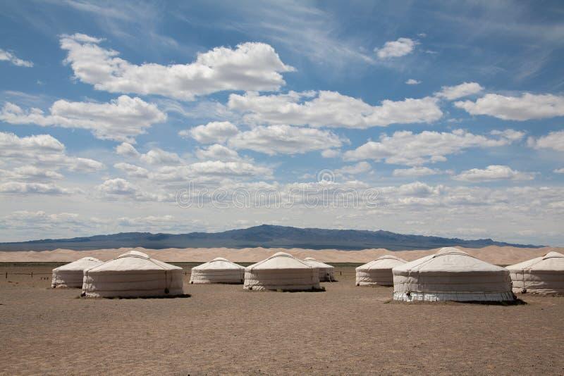 Yurt del nomade nella valle della montagna dell'Asia centrale fotografie stock