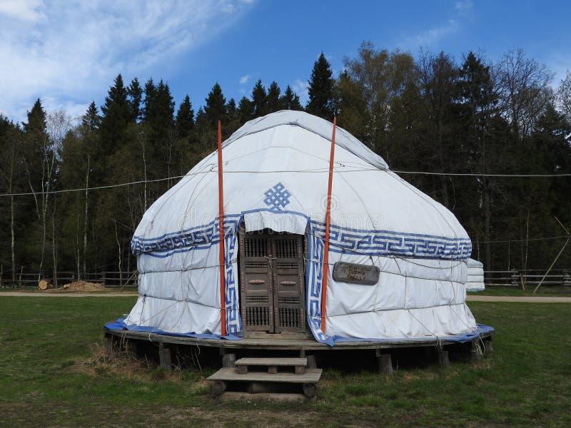 Yurt kazakh traditionnel, jour ensoleillé clair en été image libre de droits