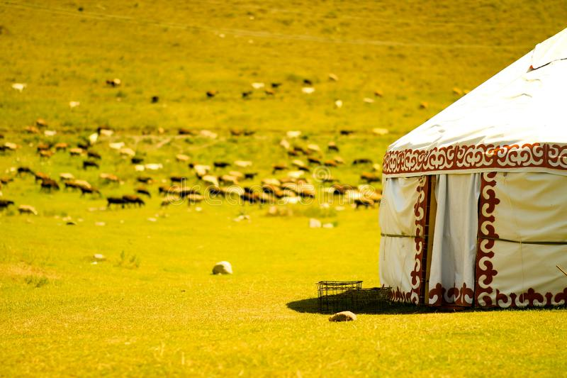 Yurt kirghiz dans les montagnes 2 photos libres de droits