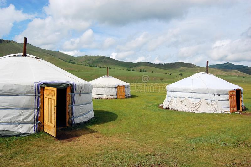 Yurt-Lager in der mongolischen Steppe stockbilder